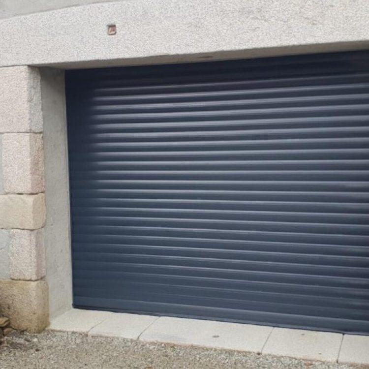 porte-de-garage-enroulable-gris-anthracite-7016-1060x570